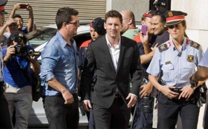 leo-messi-jugador-del-barcelona-acudiendo-declarar-los-juzgados-1467801009340